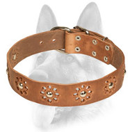 Flowered Leather Dog Collar for Elegant Dogs
